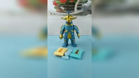 怪兽抢了熊大叔的糖果,奥特曼来夺回糖果