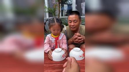 欢乐亲子:爸爸竟然抢小宝贝的棒棒糖