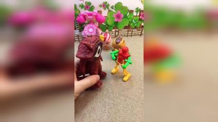 朵朵遇到了怪兽,跳舞机器人来保护朵朵!