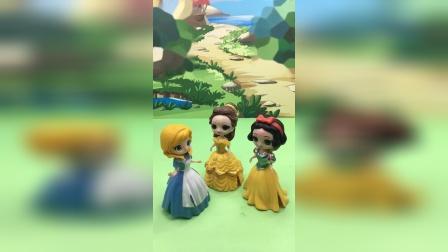白雪贝尔帮助灰姑娘,灰姑娘也有了漂亮裙子!