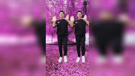 体验一下在樱花树下跳舞