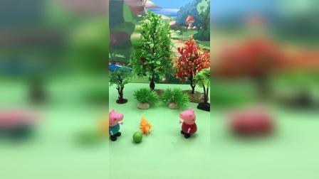 乔治把佩奇的球踢到了树上,佩奇生气了!