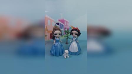 贝儿生日,白雪送给了贝儿一只玩偶,却被大头抢走了
