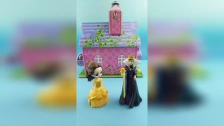 王后在找白雪,贝尔来帮助母后干活