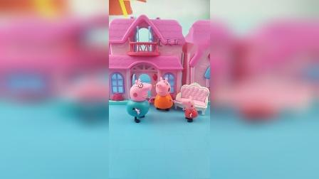 猪爸爸回家跟佩奇和猪妈妈说他差点被怪兽抓走