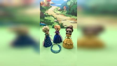 爱莎买了新项链,贝儿也想要,于是贝儿拿了王后的项链!