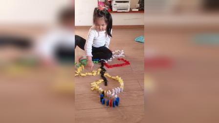 女儿摆的漂亮的多米诺骨牌