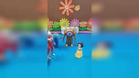 益智玩具:奥特曼大战两个怪兽