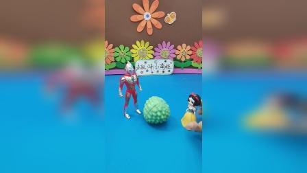 益智玩具:奥特曼最喜欢吃榴莲了