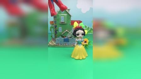王后带白雪公主去旅游,没有带白雪公主,白雪一个人在家害怕