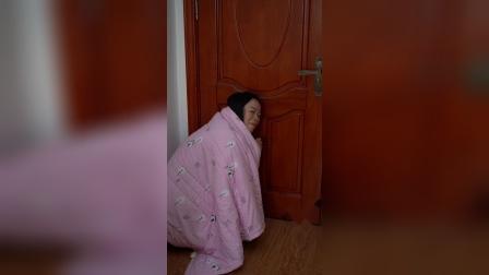 家里的门装上这个密封条,防止蚊虫爬进家里,还可以防风哦,好用