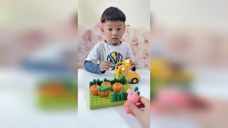 童年趣事:佩奇家的南瓜长的太大了,需要帮助