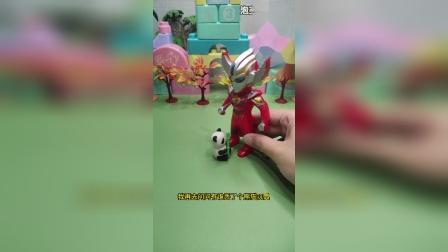 奥特曼捡到一个熊猫玩具,胖虎说那玩具是他掉的