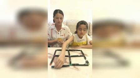 移动3支笔变成三个正方形,奖励你一盒巧克力