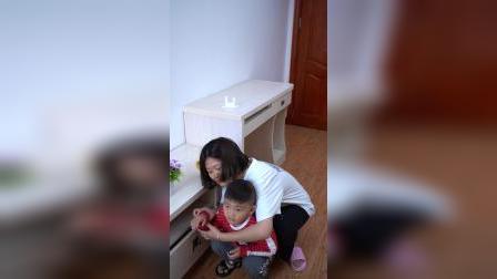 家里有孩子的一定要备一个卡扣,防止小孩手被夹住,方便实用