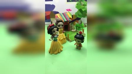 王后被抓了,白雪和贝尔去找葫芦娃救人!