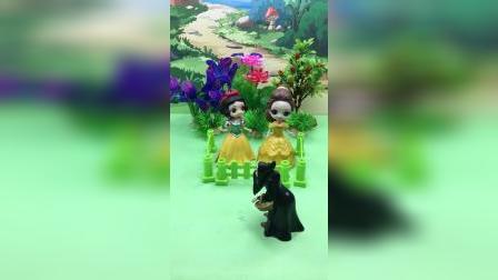 女巫抓了贝儿和白雪,王后来救她们了!