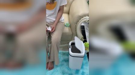 这个智能感应垃圾桶,使用起来方便卫生,简单百搭放哪都好看