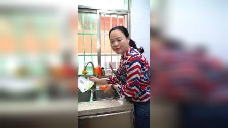 这个海绵擦不错,吸油性很好,也好清洗,平时用它刷盘子刷锅啥的