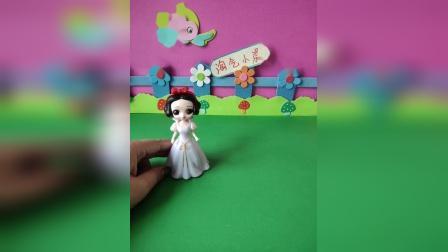 益智玩具:怪兽变成了白雪的样子想混入童话王国