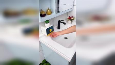 肥皂用沥水盒装,柜子装好辅助门把手