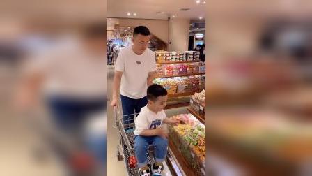 带娃逛个超市,也得斗智斗勇的
