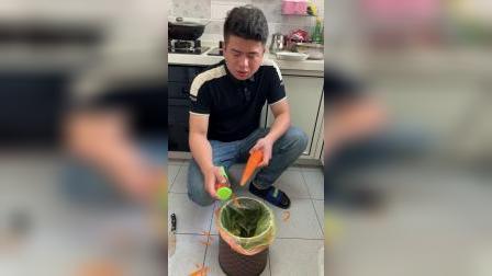 这样的削皮刀你用过吗?用来削果皮蔬菜干净又卫生