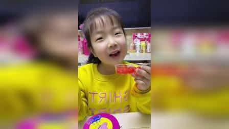 亲子游戏:这是吃的果冻爆爆珠吗