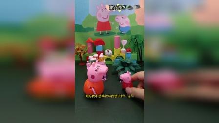 佩奇想玩抓娃娃机,猪妈妈带她去