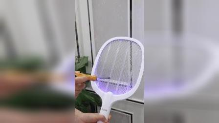 夏天晚上一睡觉,蚊子莫名其妙就很多,幸好我有这个电蚊拍