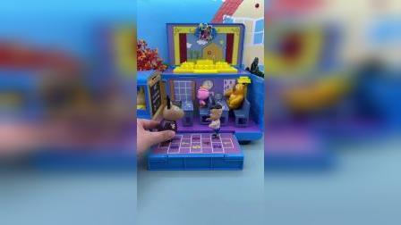 小猪佩奇邀请朋友来玩