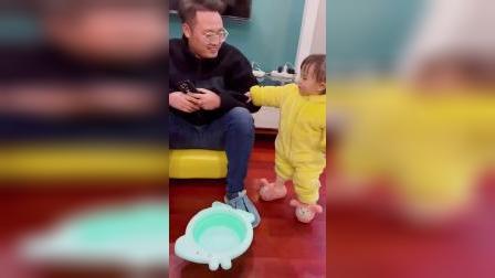 童年趣事:刚想夸夸女儿懂事了,结果自己生的女儿自己慢慢享受吧