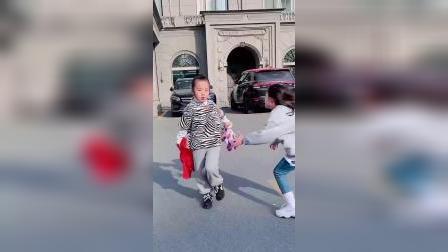 童年趣事:这年头要是没有点十八般武艺,还不能出门逛街了呢