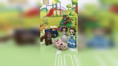 少儿亲子玩具:熊大出门捡到一个包