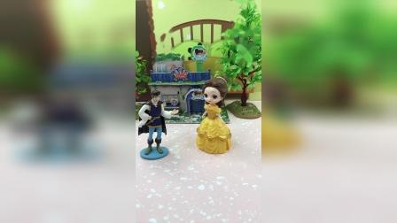贝儿让王子给白雪道歉,贝儿好厉害呀!