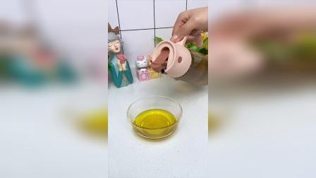 自动开合的油壶很方便,壶口不挂油,干净又卫生