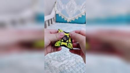 这是个指尖陀螺,又是一个好玩的魔方