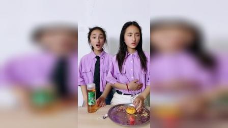 你们觉得双胞胎姐妹谁表演的好