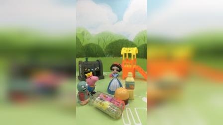 少儿亲子玩具:母后给白雪买了这么多零食