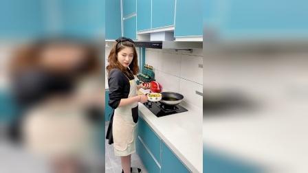 闺蜜每次炒完菜就不知道油怎么弄,这次她彻底服了