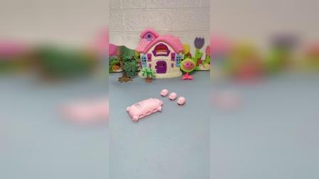 少儿亲子玩具:贪玩的小白猪一个玩小汽车