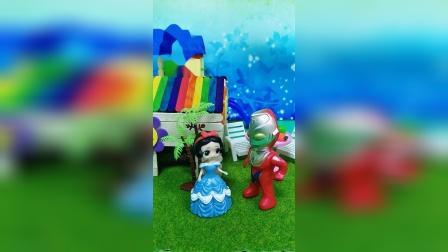 奥特曼带白雪来游乐场玩,白雪公主很开心,奥特曼对白雪真好