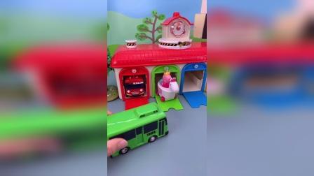 小猪佩奇玩具小故事-车库停车