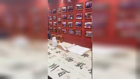 当代中国书画家,中国书画研究会副会长赵宗祁老师!现场留下墨宝,赠予到场的青岛瑞美滋学员们!