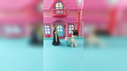 少儿亲子玩具:王后做了冰激凌送给白雪