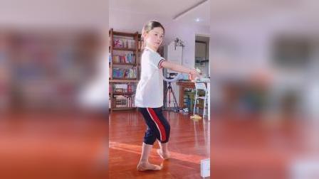 小朋友嘎嘎灵跳古典舞气质绝了9岁女孩跳古典舞神似刘亦菲