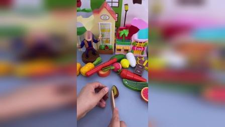 趣味童年:大家一起切水果