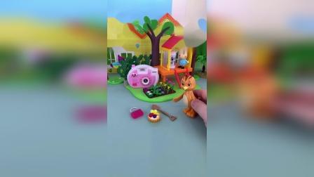 精彩玩具小故事-佩奇找东西吃