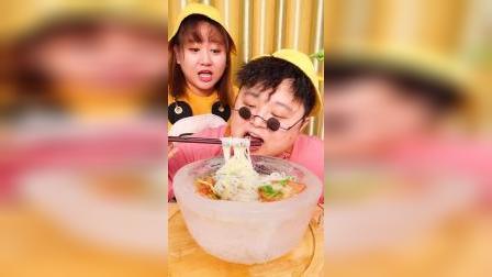 小胖为了大家,挑战一天只吃带冰字食物!