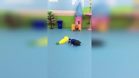 佩奇乱扔香蕉皮,小狗丹尼踩到给滑倒了
